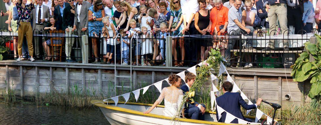 huwelijksbootje vanaf terras Cultuurkerkje